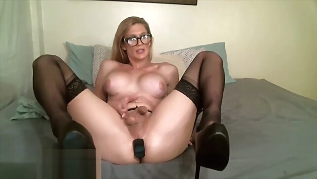 MILF TS masturbates and.. amateur big tits blonde