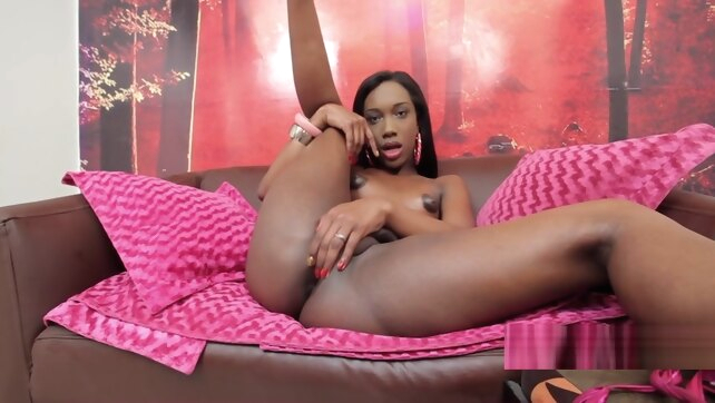 Ebony shemale beauty.. big cock cumshot ebony