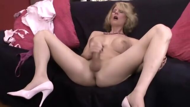 captivating Delia DeLion.. handjob