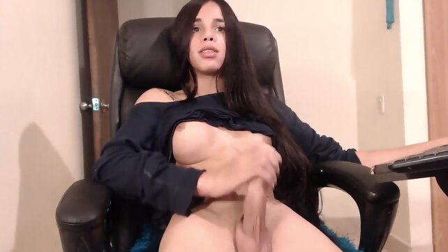 Latin sexy tranny webcam.. amateur big ass big cock