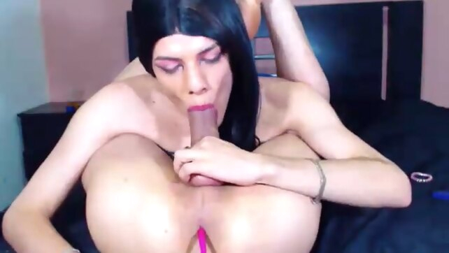 Self sucking shemale amateur big cock blowjob