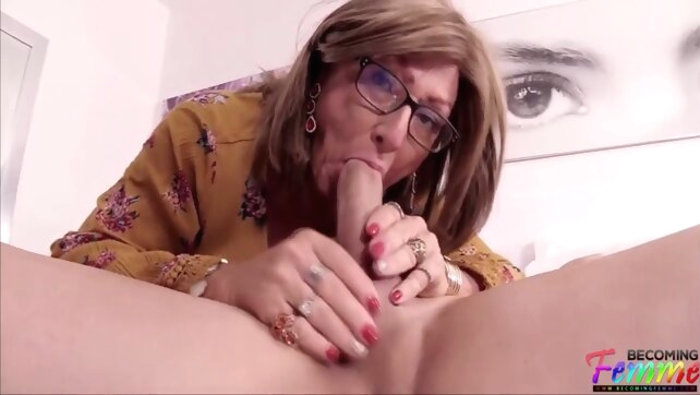 Vieille Pute Crossdresser big ass crossdressing cumshot