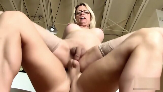Busty blonde MILF Jenna.. bareback blonde guy fucks shemale